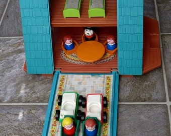 Vintage Fisher Price Play Family A Frame Family Vacation Home Set #990 Made in 1974