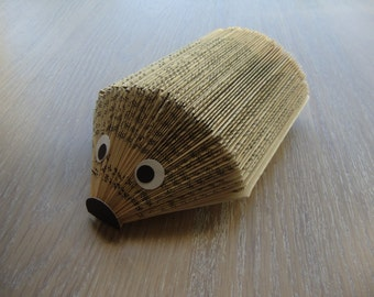Hedgehog carries messages or photos
