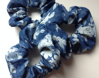 Scrunchie, denim with roses, flowers, floral print // 90s