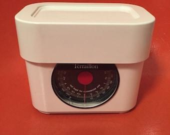 Terrallion kitchen scale - white - 1970s