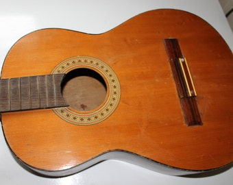 Vintage classical guitar body