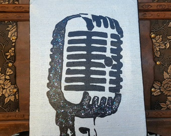 Canvas in silver and black with retro microphone