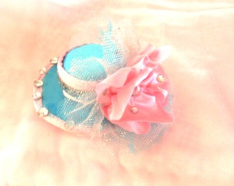 Torquoise/ pink mini hat hair clip