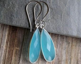 Peru Chalcedony elongated sterling silver earrings / Blue Chalcedony faceted silver earrings / Elongated drop Chalcedony