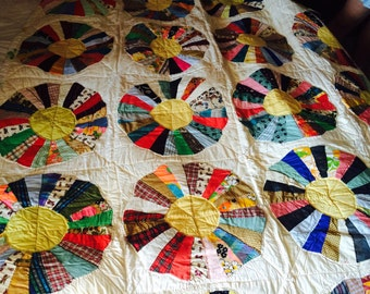 Beautiful Dresden Plate Quilt