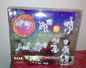 101 Dalmation* Figurine Playset. Plus* FREE BOOK*