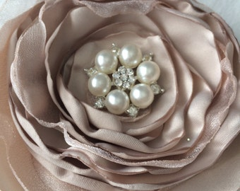 Shabby chic flower hair clip or a brooch.