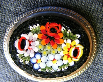 Beautiful pin vintage/micro Italian glass mosaic?