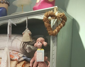 Kitch 1950s pink poodle