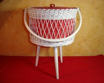 Travailleuse. Boite couture. Sewing box. Pour fils et laine. Vintage.  France