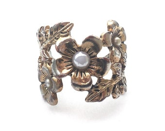 Floral and Faux Pearl Ring