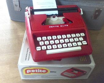 Vintage  Toy Manual Typewriter,Working typewriter, Portable typewriter, Petite Elite,1979,Photo prop, display