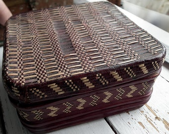 Ancient square Mauritanian box, african  recycling art,   decorated with braided and painted leather . Typical African crafts