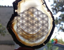 Flower of life - Engraved Agate of Madagascar - Engraved Stone - Purification and healing - UNIQUE - Crystal Healing
