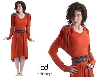 Dress with epaulets