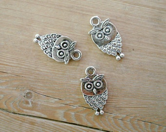 5 Owl charms in antique silver tone O3