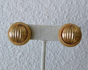 5/10/15 Dollar Sale: Vintage Modernist Earrings, Clip On, Textured Goldtone, Button Earrings, Round, Ca. 1960s