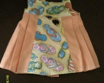 Sleeveless Pleated Dress ~~ Flip Flops and Sunglasses