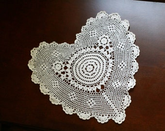 Doily crochet, Vintage doilies, heart shaped doilies, gift for mom, home decor, lace doily, coaster.