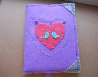 """Notepad in a cover made of felt """"Trilling trills""""."""