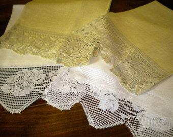 Ecru linen towel with lace