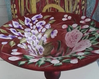 vase, table, decor painting Center,