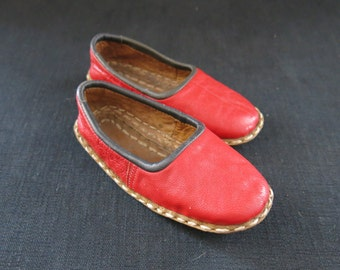 A pair of hand made Ottoman leader child shoes - yemeni