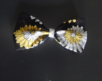 Yellow and White Daisy Bow