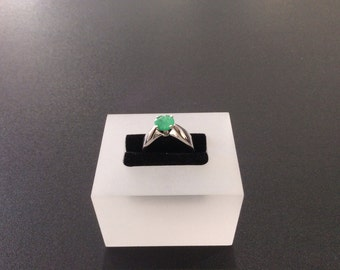 10KT white gold emerald ring