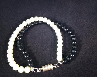 Pearl and Onyx Glass Bead Bracelet