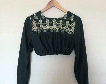 vintage. 1970s embroidered crop top