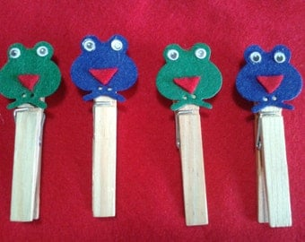 Set of 4 Springs parcel with felt frog