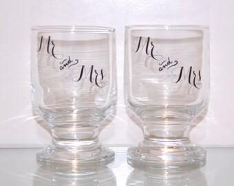 Mr. & Mrs. Wine Glasses. Wedding wine glasses. Wedding Gift. Engagement Gift. Mr. Mrs. Glasses. Mr Mrs Wine Glass Set. Wedding Toast Glasses