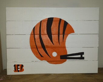 Handcrafted Wooden Wall Decor. Perfect for bedrooms, man caves, etc. Can do other teams or themes.