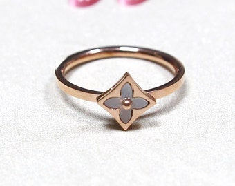 Clover Ring In Square Rose Gold