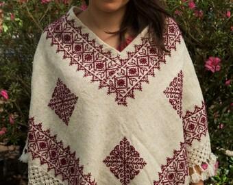 Huipil de lana bordado