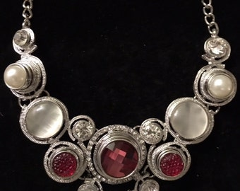 Beautiful Snap Necklace with Red and Pearl Snaps