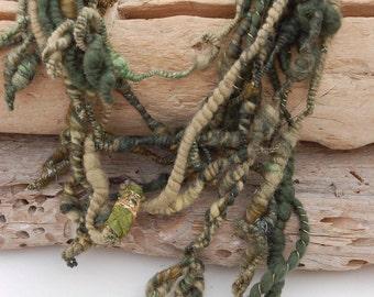 Art yarn statement necklace