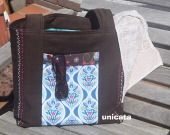 Shopping or beach bag in Brown from sturdy Twill Interior lined with oilcloth and large front pocket