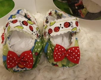 Heart & Sole: Green and Red Ladybug Patterned Crib shoes / Booties