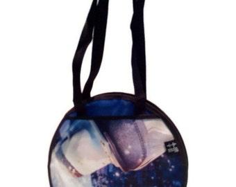Ice skate blue round handbag