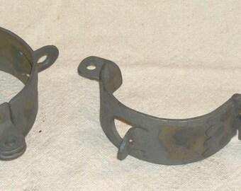 BDSM Dungeon Gear Iron cuffs