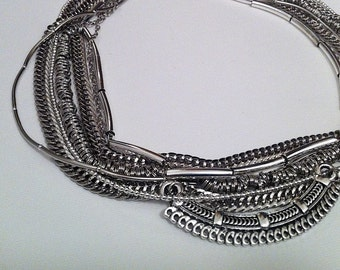 Multiple chain necklace with details