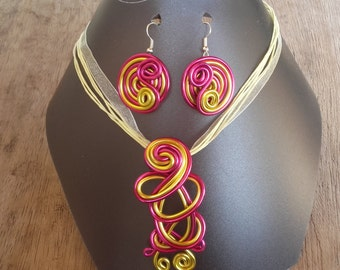 Parure necklace and earrings, yellow and fuchsia