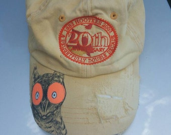 1983 hooters strap back hat