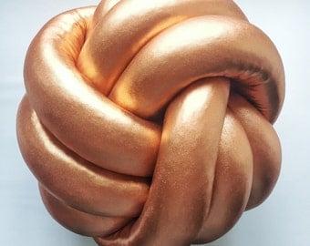 Knot pillow gold