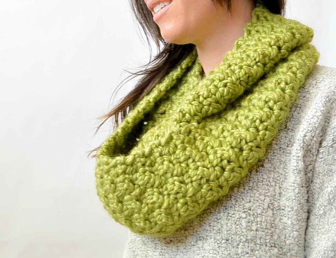 Chunky crochet infinity scarf pattern big crochet scarf easy zoom bankloansurffo Images