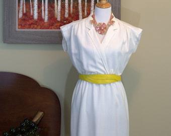 Vintage 1970's Leslie Fay White Dress w/ Yellow Belt
