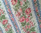 1940's Handmade Floral Quilt / Fabric / Patchwork / Cutter