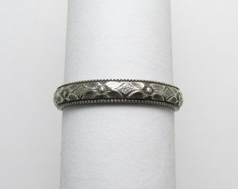 Daisy Flower Milgained edge Ring Engraved floral pattern Stackable Sterling Silver Ring sz 5 Oxidized Black